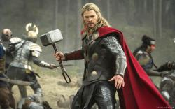 Thor-The-Dark-World-Thor-holding-hammer-in-
