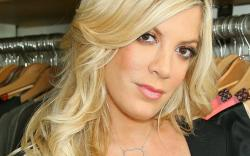 tori spelling face closeup wallpaper