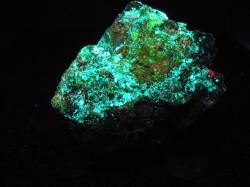 Fluorescent uranium ore, 590g/20.8oz, Mi Vida Mine, San Juan Co, Utah – Uranium Rocks
