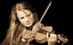 Beautiful Violinist *** wallpaper