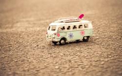 Macro Mood Volkswagen Bus Surfboard Toy