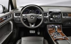 Volkswagen Touareg 2 interior #4
