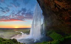 Waterfall seljalandsfoss island