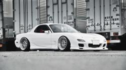 White Mazda RX-7 Photo