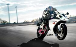 View and Download Yamaha R1 Bike Wallpapers ...